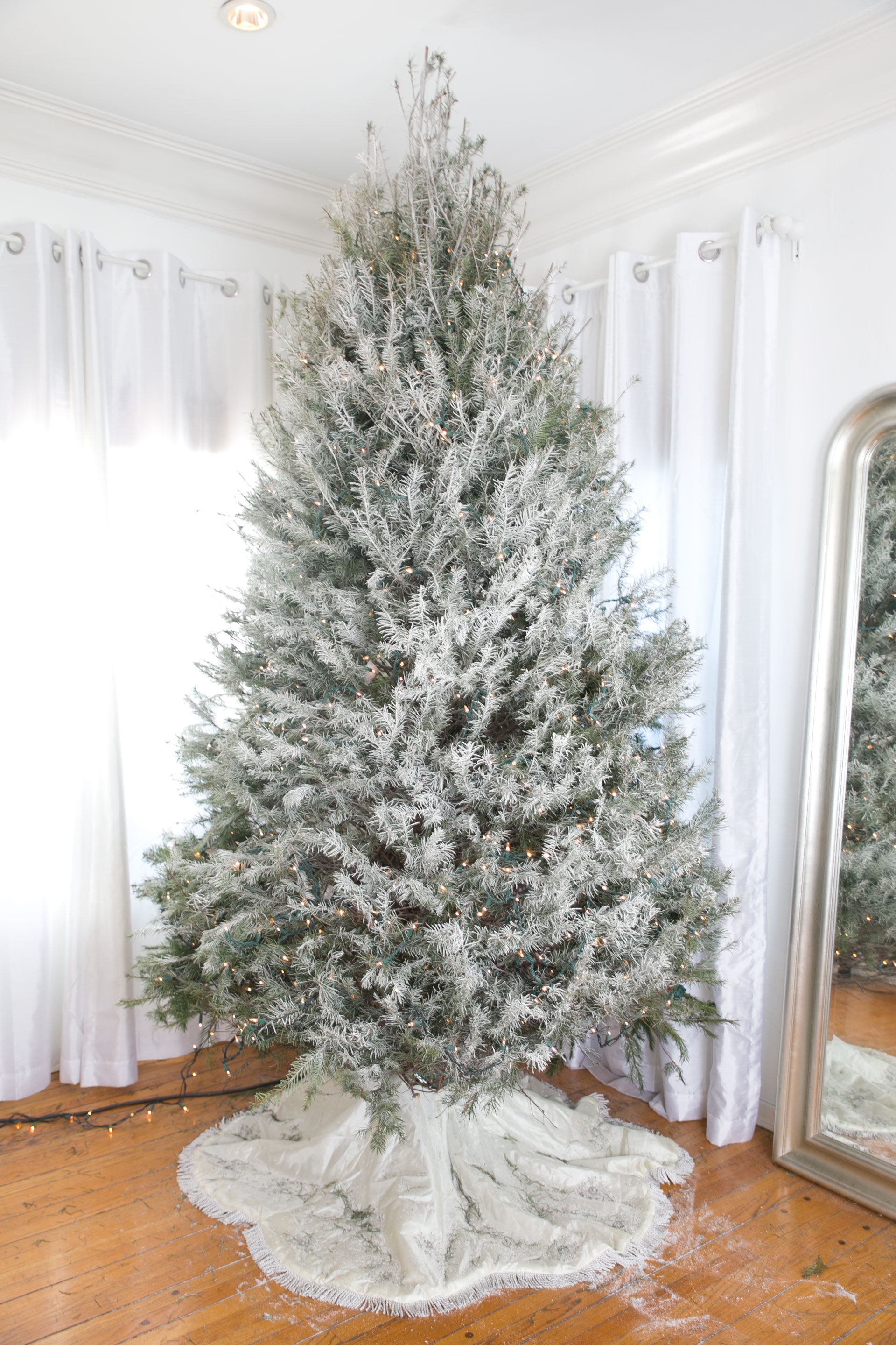 Diy How To Decorate A Gold Glam Christmass Tree Haute Instinct